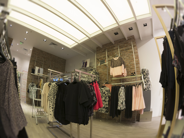 Магазин Warehouse София Саут Ринг Мол